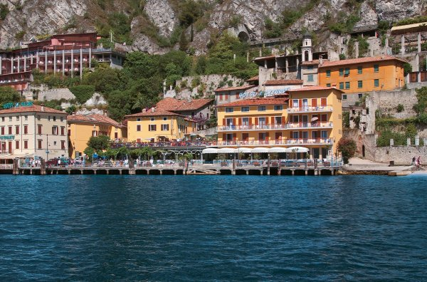 Hotel all'Azzurro**** a Limone/Lago di Garda